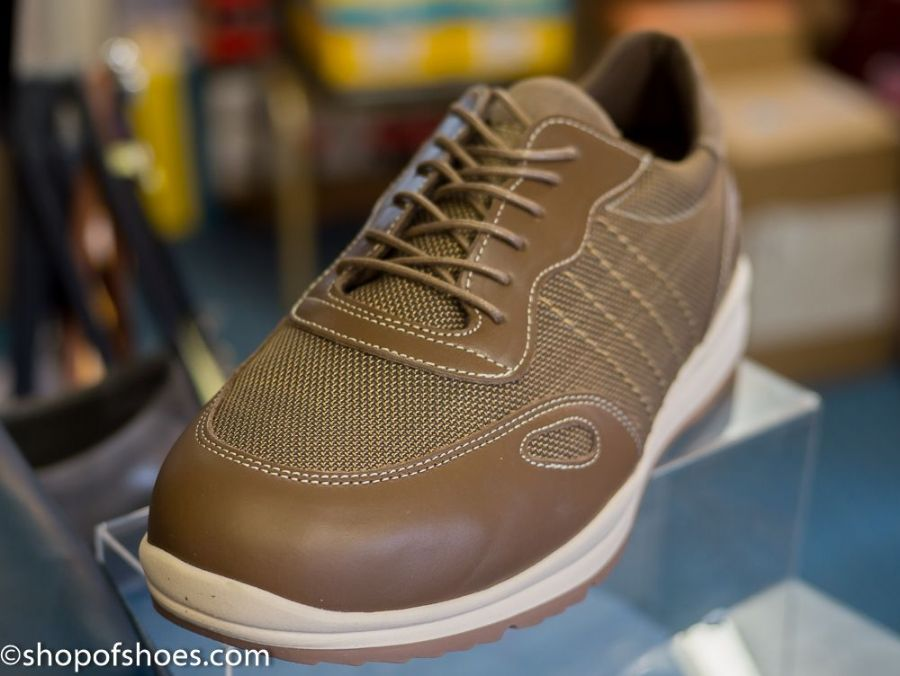 Dawson mens active sports trainers 4E wide fit best selling shoe in brown from an Db Easy b wide fit specialist near Basingstoke Hampshire.